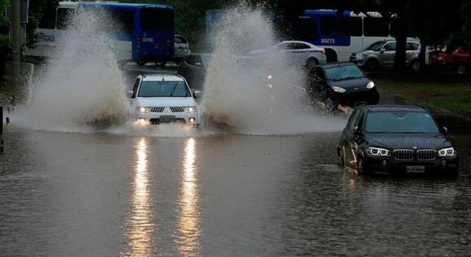 A probabilidade da permanência do tempo chuvoso é de cerca de 90%