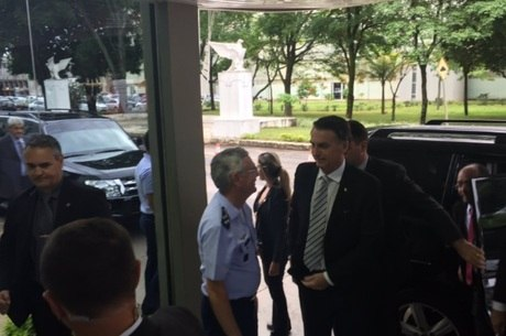 Bolsonaro fez visita a alto comando da Aeronáutica