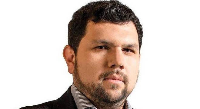 O blogueiro bolsonarista Oswaldo Eustáquio foi preso nesta sexta-feira (26) pela Polícia Federal. Ele estava em Campo Grande no Mato Grosso do Sul.
