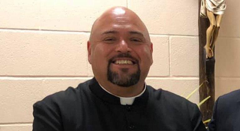 Padre Guadalupe Rios, afastado por acusações de agressão, envolvimento sexual e uso de droga