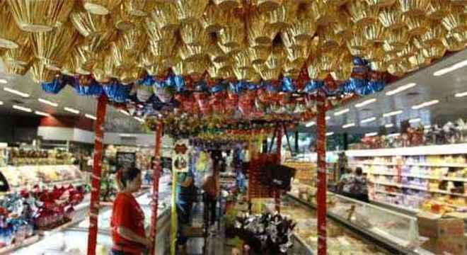 O feriado da Semana Santa provoca alterações nos horários de funcionamento do comércio