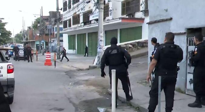 Operação na comunidade da Mangueira resultou em helicóptero atingido por tiro