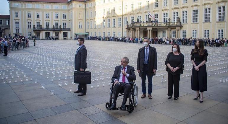 Portador de diabetes, Zeman vinha aparecendo em cadeiras de rodas nos últimos meses