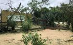 Como previsto, o abrigo sofreu danos causados pelo vento forte e a queda de árvores