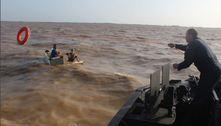Marinha resgata 3 homens à deriva em rio, dentro de geladeira, no PA