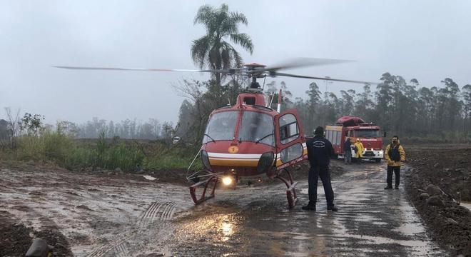 Mesmo com o mau tempo e ventania, resgate foi possível com helicóptero