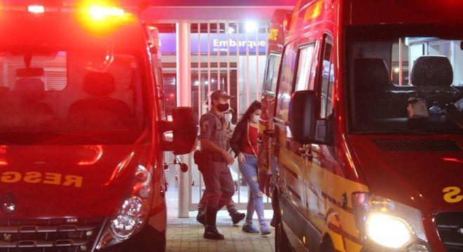 Polícia acompanha mulher que virou refém no Metrô