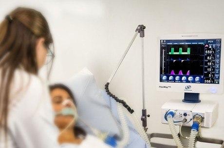 Respiradores ajudam pacientes com covid-19