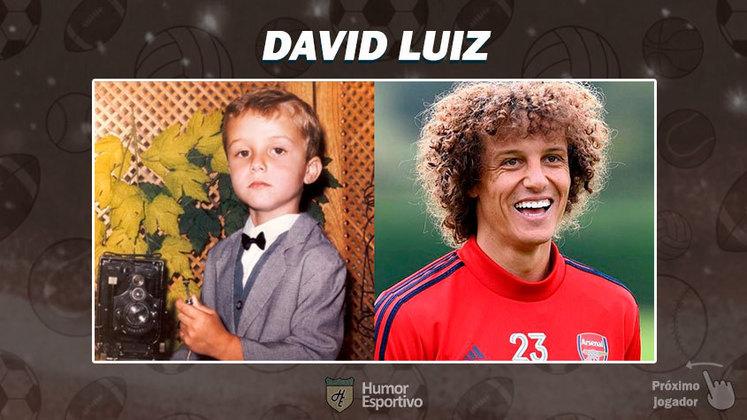 Resposta: David Luiz. Tente a próxima foto!