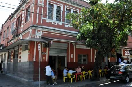 Bares e restaurantes tentam autorização para reabertura