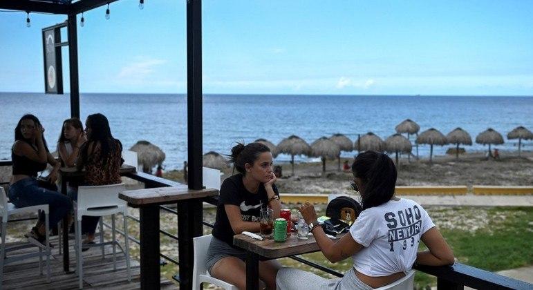 Cuba fechou bares e restaurantes para conter os casos de Covid-19 na ilha