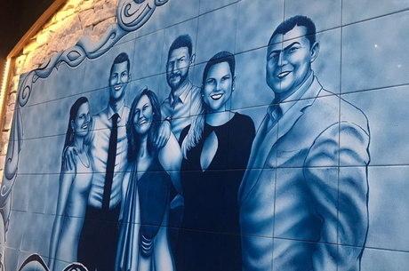 Mural da família de CR7 no restaurante de Gramado