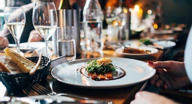 Restaurantes enfrentem, sem aviso prévio, a desistência dos clientes