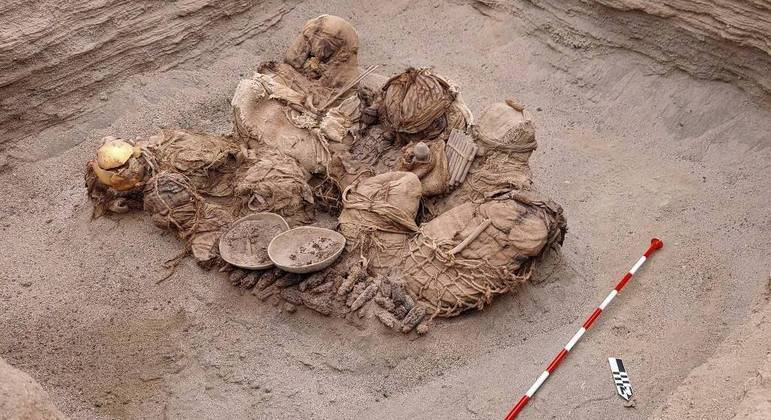 Além de ossos, também foram encontrados itens como instrumentos musicais de sopro