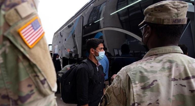 Mais 32 cidadãos e residentes norte-americanos foram retirados do Afeganistão