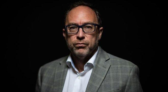 Jimmy Wales lançou uma plataforma de notícias de colaboração aberta chamada Wikitribune em 2017, destinada a combater notícias falsas e com 'histórias cidadãs'
