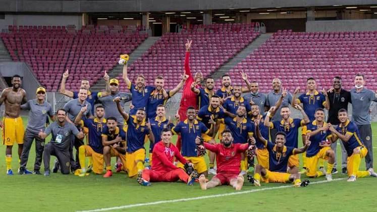 Retrô: 2 vitórias e 1 empate em três jogos válidos pela Copa do Brasil e Campeonato Pernambucano