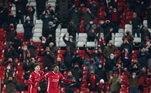 A primeira grande liga europeia a aceitar público nos estádio foi a Premier League. Na primeira semana de dezembro, o primeiro-ministro inglês, Boris Johnson, autorizou de 2 mil a 4 mil pessoas nas arenas da Inglaterra