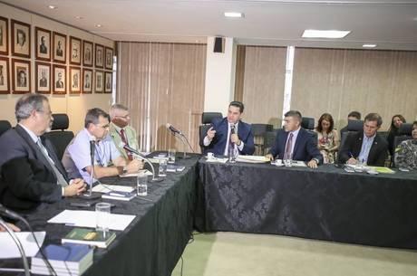 Bispo Eduardo, da UNP, participou de reunião