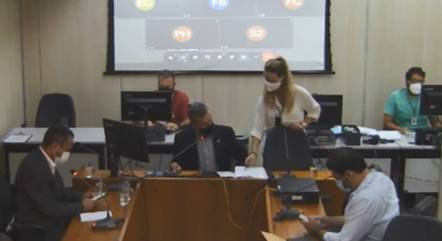 Três vereadores estavam presentes na reunião