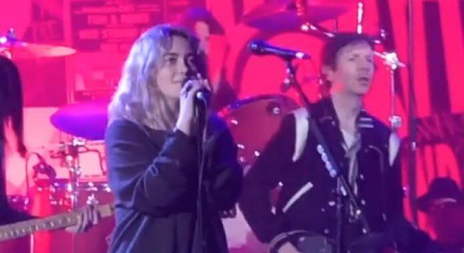 Reunião do Nirvana teve filha de Dave Grohl substituindo Kurt Cobain; vídeos
