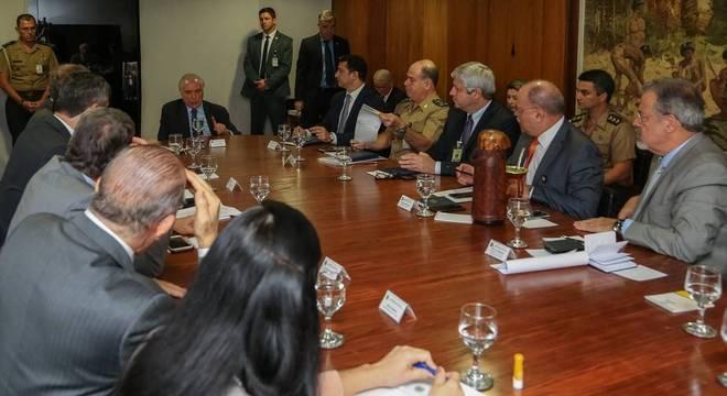 Reunião entre o presidente Temer e ministros ocorreu na tarde deste sábado (26)
