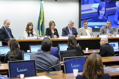 Comissão vota parecer sobre Fundeb