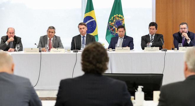 Moro afirma que Bolsonaro cobrou por troca na Polícia Federal durante a reunião