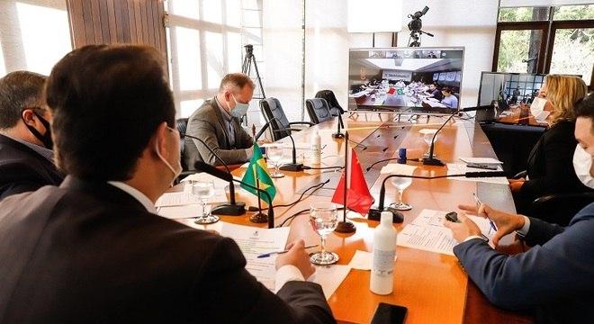 Reunião entre representantes do governo do Paraná e a Sinopharm