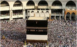 A combination picture shows Muslim pilgrims circling the Kaaba at the Grand mosque during the annual Haj pilgrimage September 8, 2016, and after the coronavirus disease (COVID-19) outbreak July 29, 2020, in Mecca, Saudi Arabia. Pictures taken September 8, 2016 and July 29, 2020. REUTERS/Ahmed Jadallah (top)/ Saudi Ministry of Media/Handout via REUTERS ATTENTION EDITORS - THIS PICTURE WAS PROVIDED BY A THIRD PARTY.