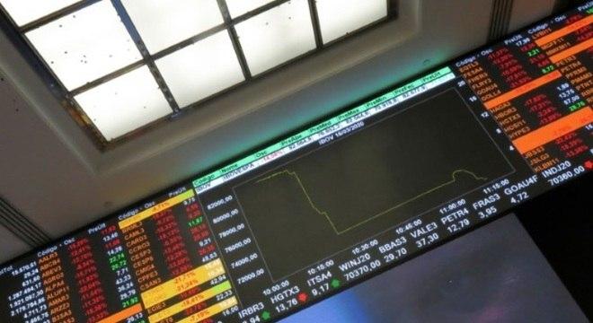 Bolsa de valores recua discretamente nesta quarta feira (16)