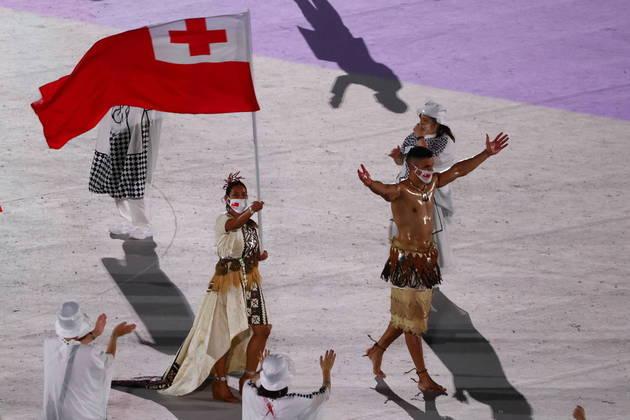 O lutador de taekwondo, que foi até as oitavas de final na última edição dos Jogos Olímpicos, estava ao lado da também lutadora Maliaj Paseka como porta-bandeiras do país