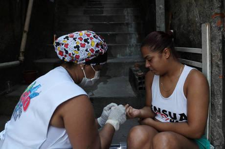 Brasil tem 505 mil casos da covid-19 em investigação