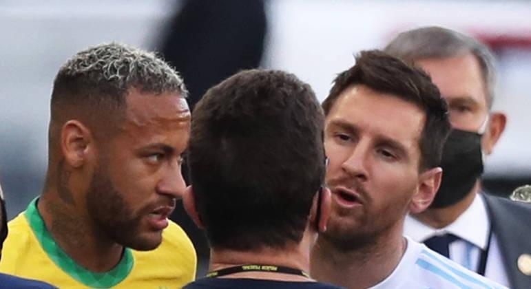Brasil e Argentina foi interrompido logo aos 6 minutos do primeiro tempo