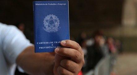 Brasil criou 957.889 empregos formais no 1º quadrimestre
