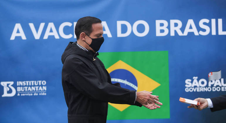 'A vacina contra covid-19 que tiver, eu tomarei', afirma o governador de São Paulo