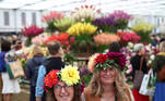 Visitors wearing floral headpieces attend the final day of the Chelsea Flower Show, delayed from its usual spring dates because of the lockdown restrictions amid the spread of the coronavirus disease (COVID-19) pandemic in London, Britain, September 26, 2021. REUTERS/Henry Nicholls