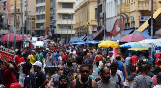 Ruas dos centros de comércio de São Paulo lotaram no mês de dezembro, em meio à pandemia