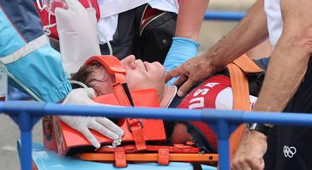 Connor Fields foi retirado de ambulância após queda