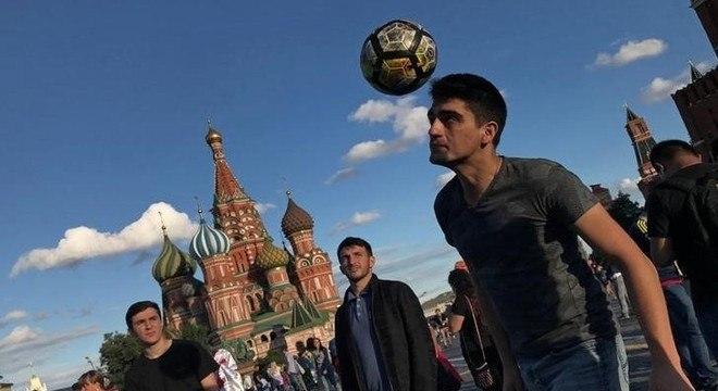 Celular funciona como tradutor durante a Copa do Mundo na Rússia