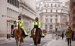 Police officers on horseback patrol the financial district, as the spread of the coronavirus disease (COVID-19) continues, in London, Britain, January 8, 2021. REUTERS/John Sibley