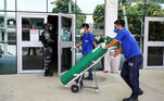 A worker arrives with an oxygen cylinder at Getulio Vargas hospital, amid the coronavirus disease (COVID-19) outbreak in Manaus, Brazil January 14, 2021. REUTERS/Bruno Kelly