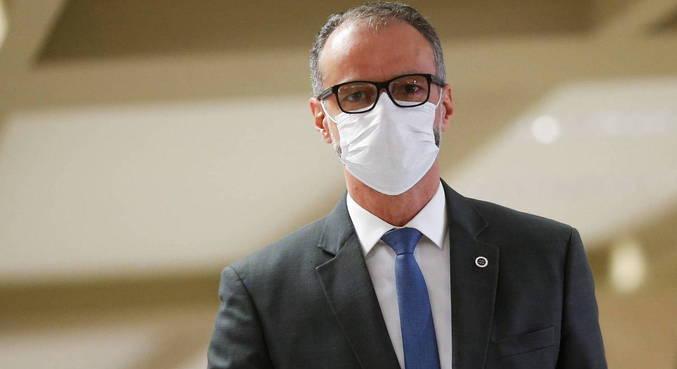 Antônio Barra Torres condena o discurso negacionista e as notícias falsas