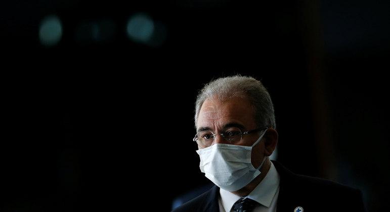 Brasil registrou 2.037 mortes por covid-19 neste sábado (12)