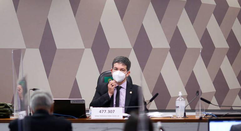 Senadores apresentam notícia-crime contra Bolsonaro por prevaricação