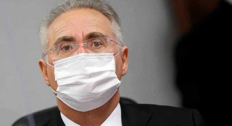 Renan Calheiros também citou falas do presidente desautorizando compra de vacinas