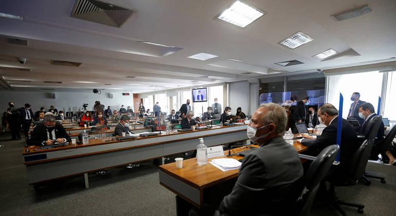 Nova denúncia de corrupção em compra de vacinas virou prioridade da CPI