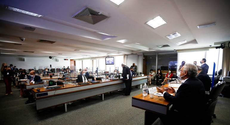 Informações dos senadores são que existe envolvimento de Danilo Trento com Francisco Maximiano
