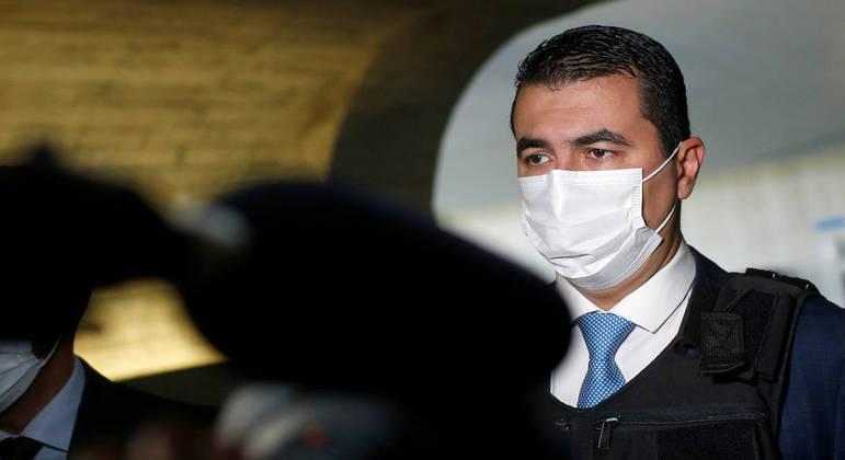 Deputado Luis Miranda chega usando colete à prova de balas para depoimento no Senado