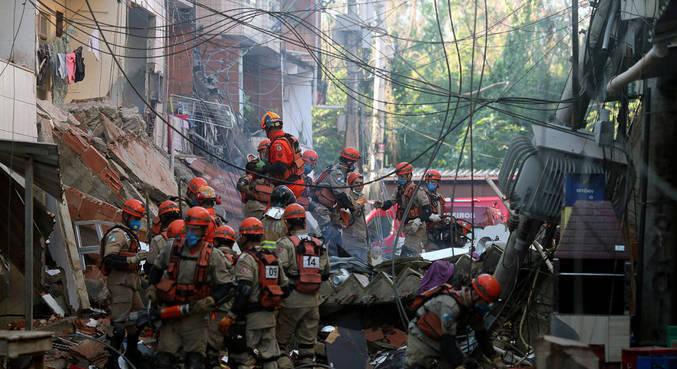 Escombros de prédio que caiu e de prédio demolido foram removidos